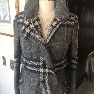 Beautiful Burberry grey plaid wool jacket